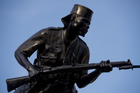 Painted black: the bronze Askari monument on Wednesday, December 9. Photo: Daniel Hayduk